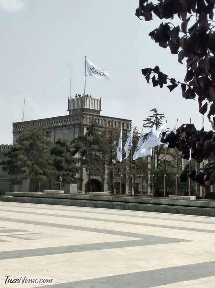 پرچم-طالبان-بر-فراز-ارگ-ریاست-جمهوری-افغانستان