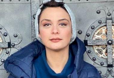 عکس شوکه کننده| خانم بازیگر بدون روسری و با تیپ جنجالی در خارج از کشور!