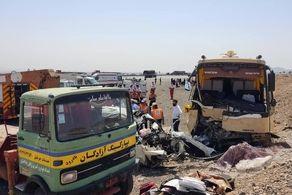 تصادف هولناک اتوبوس و سواری در جاده نطنز به کاشان/ ده نفر مصدوم شدند