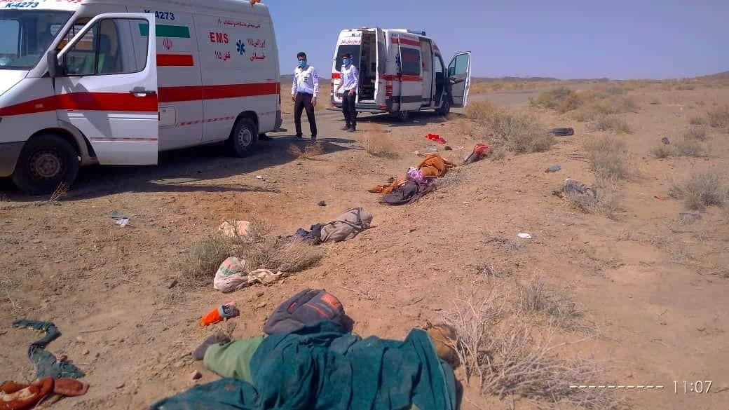 واژگونی وانت های حامل اتباع بیگانه/ 60 کشته و زخمی + عکس
