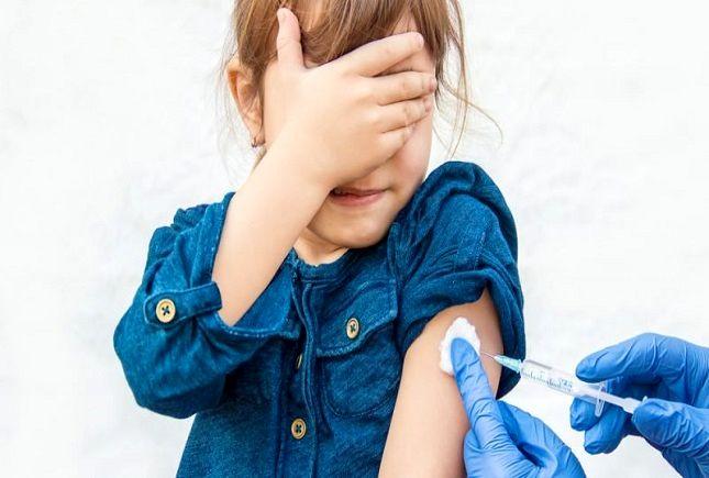 واکسیناسیون دانشآموزان شرط بازگشایی مدارس نیست!