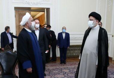 روحانی هنگام تحویل دفتر رئیس جمهور به رئیسی چه گفت؟ + فیلم