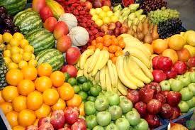 میوه گران شد / هر کیلو موز به ۳۰ هزار تومان رسیده است.