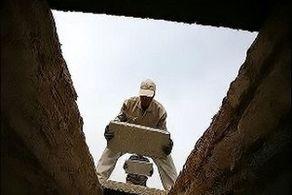 این مرد قبر خود را کند تا در آن جان دهد!