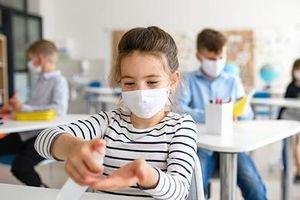 ماسک زدن در مدارس این کشور ممنوع شد!
