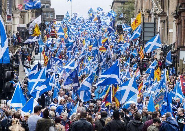 استقلال طلبان به خیابان ریختند!