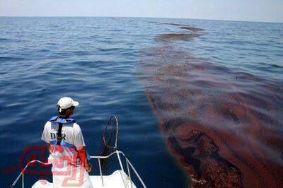 نشت گسترده نفت در پی غرق شدن یک کشتی+عکس