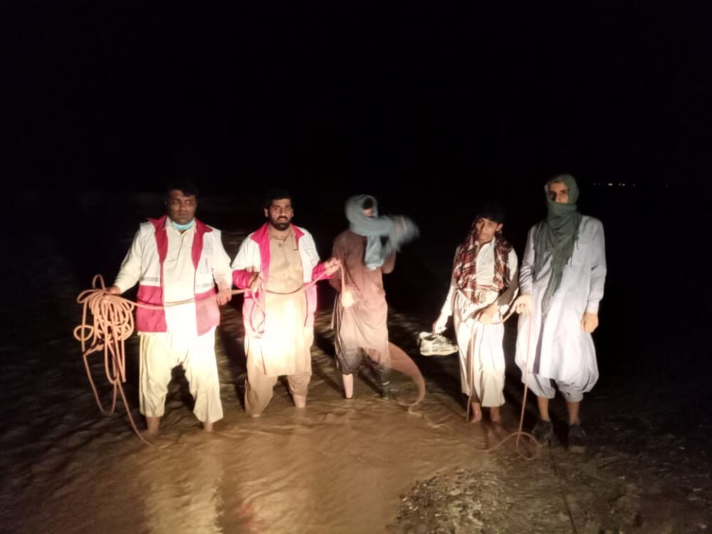 نجات چهار نفر گرفتار سیلاب در ایرانشهر