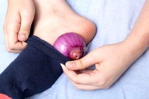 به این دلایل هنگام خوابیدن پیاز را داخل جوراب قرار دهید!