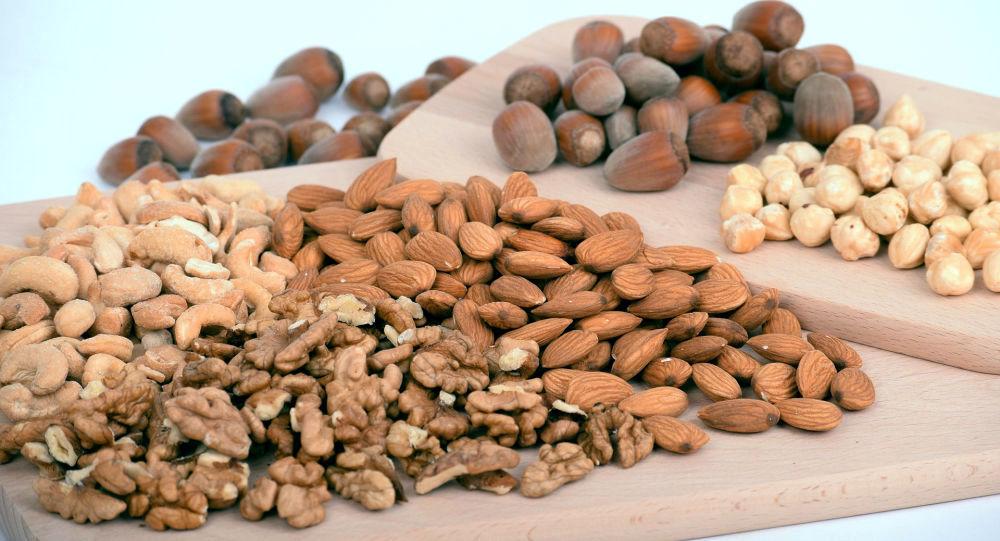 اگر هر روز بادام زمینی بخورید، چه اتفاقی در بدن می افتد؟