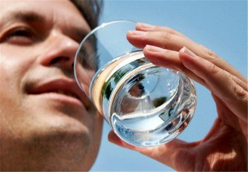 زیادروی در خوردن آب تصفیه؛ممنوع!+ علت